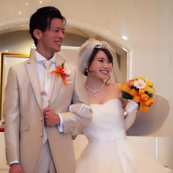 >男性用結婚指輪の内側には幸福を呼び込むブルーダイヤモンドが✨ウエディングドレスとってもお似合いです♥
