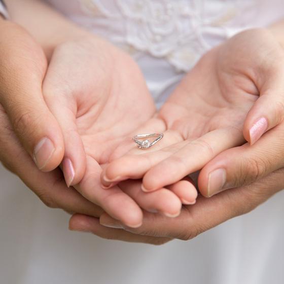 >プロポーズリングプランを選んで頂き、R様のお好みのデザインを婚約指輪に