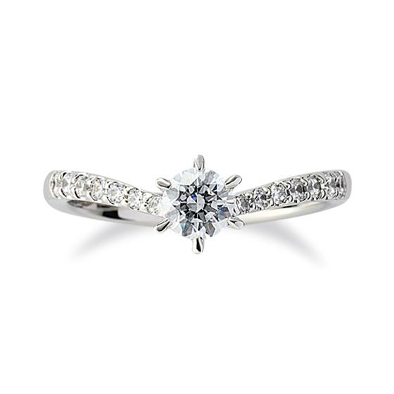 ハーフエタニティータイプのVライン婚約指輪。ゴージャスさはもちろん、お指をキレイに見せてくれます。