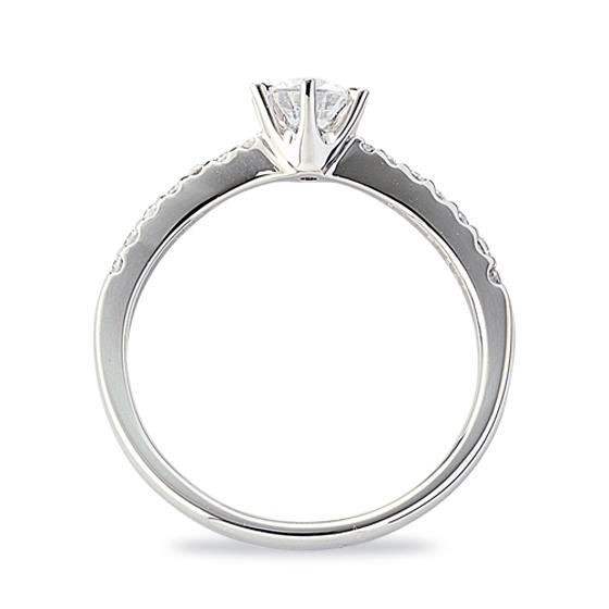 横から見てもメレダイヤがキレイに指輪の中に納まっているので日常使いにもおすすめです。
