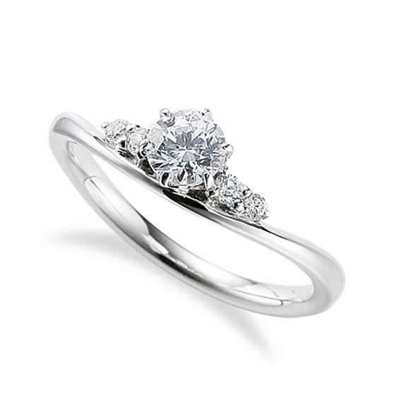 緩やかなUラインに存在感のあるメレダイヤモンドが4石。アイスブルーダイヤモンドやピンクダイヤモンドに変えても素敵