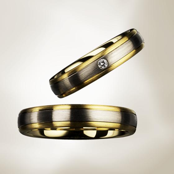 ボリューム感と厚みのある上品な存在感を感じる結婚指輪です。