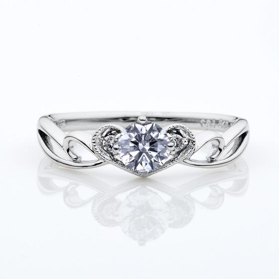ティアラをイメージして作られた婚約指輪。ミル打ちを施してより可愛いデザインになりました。