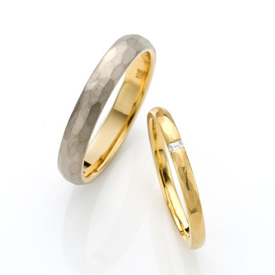 槌目(ハンマー打ち)仕上げの結婚指輪(マリッジリング)マット(ツヤ無し)加工が男性に人気です