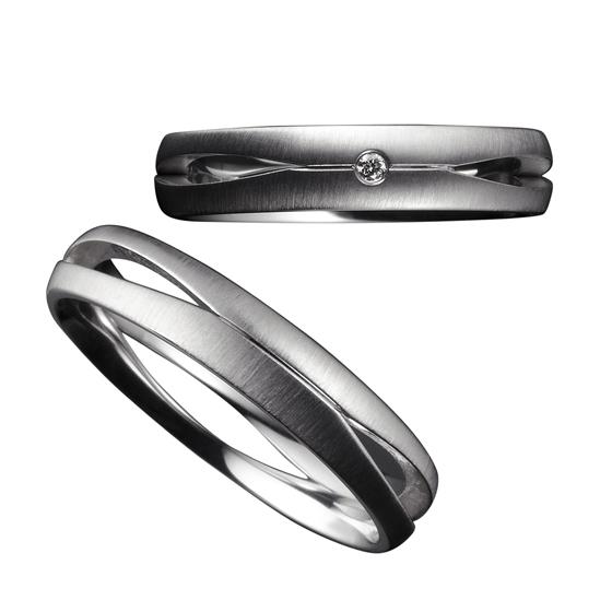 マットのリングからほんのりと除くお肌のお色味。個性を引き出すシンプルなデザインです。