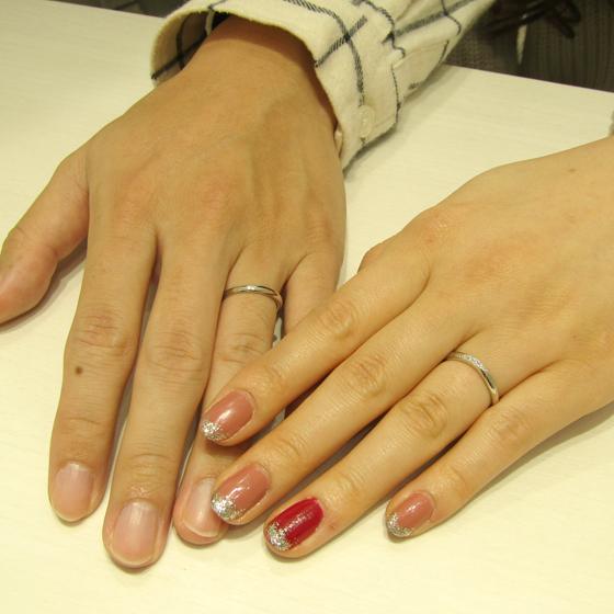 >お指になじむカーブと指当たりの良い丸みのある優しい印象の結婚指輪です。
