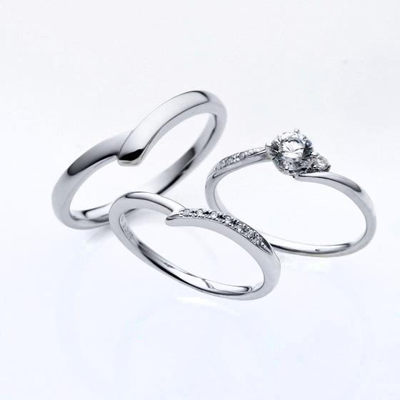 婚約指輪(エンゲージリング)は人気なSライン。結婚指輪(マリッジリング)は重ね付けできるようにVラインでお作りしています。