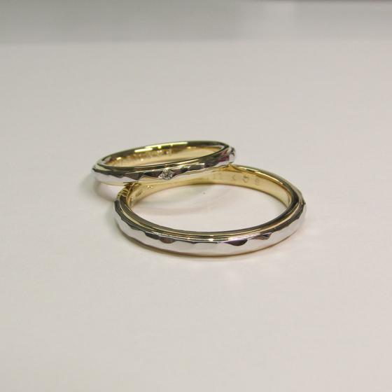 >内側ゴールド・外側プラチナの2層の結婚指輪。デザインだけでなく、着け心地など細部にまでこだわったオーダーメイド結婚指輪です。