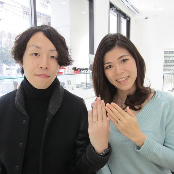 立体感のあるS字カーブの結婚指輪。