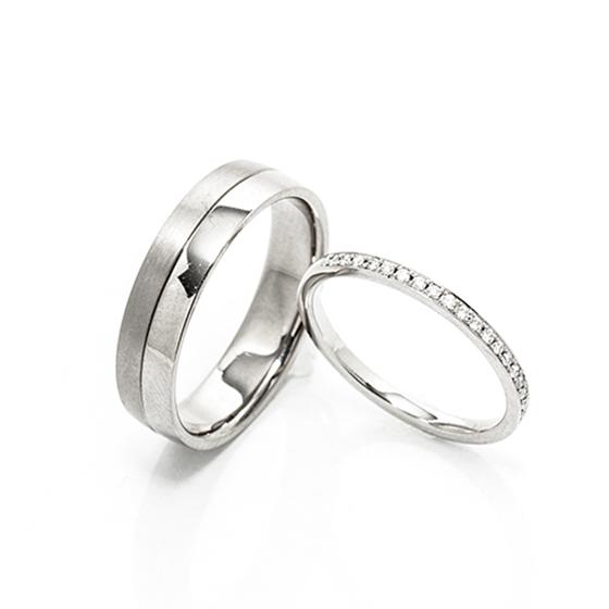 セミオーダーのできる結婚指輪。lady'sデザインは華やかなエタニティリングを。