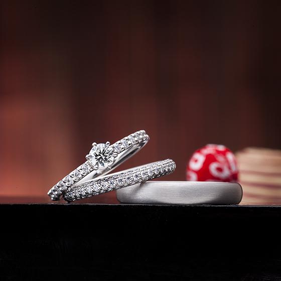 重ね付け(セットリング)していただけるとキラキラ、ゴージャス感が半端ありません。花嫁様憧れのデザイン。
