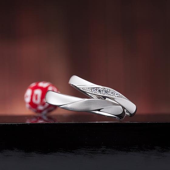 少し幅広なSラインの上品な結婚指輪(マリッジリング)メンズはマット(つや消し加工)がオシャレです。