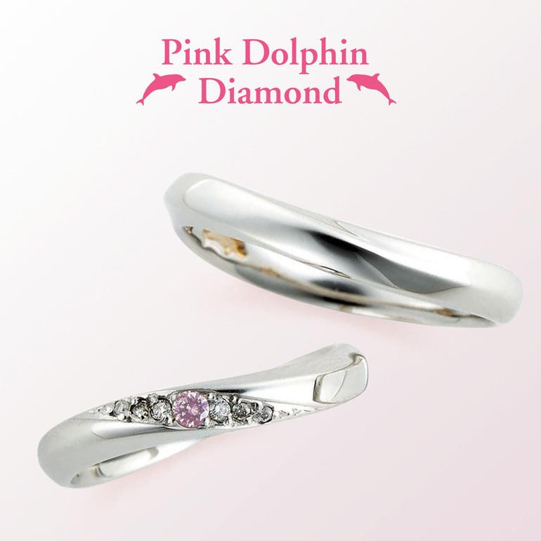 ウェーブラインに斜めに施されたダイヤモンドが美しい結婚指輪。