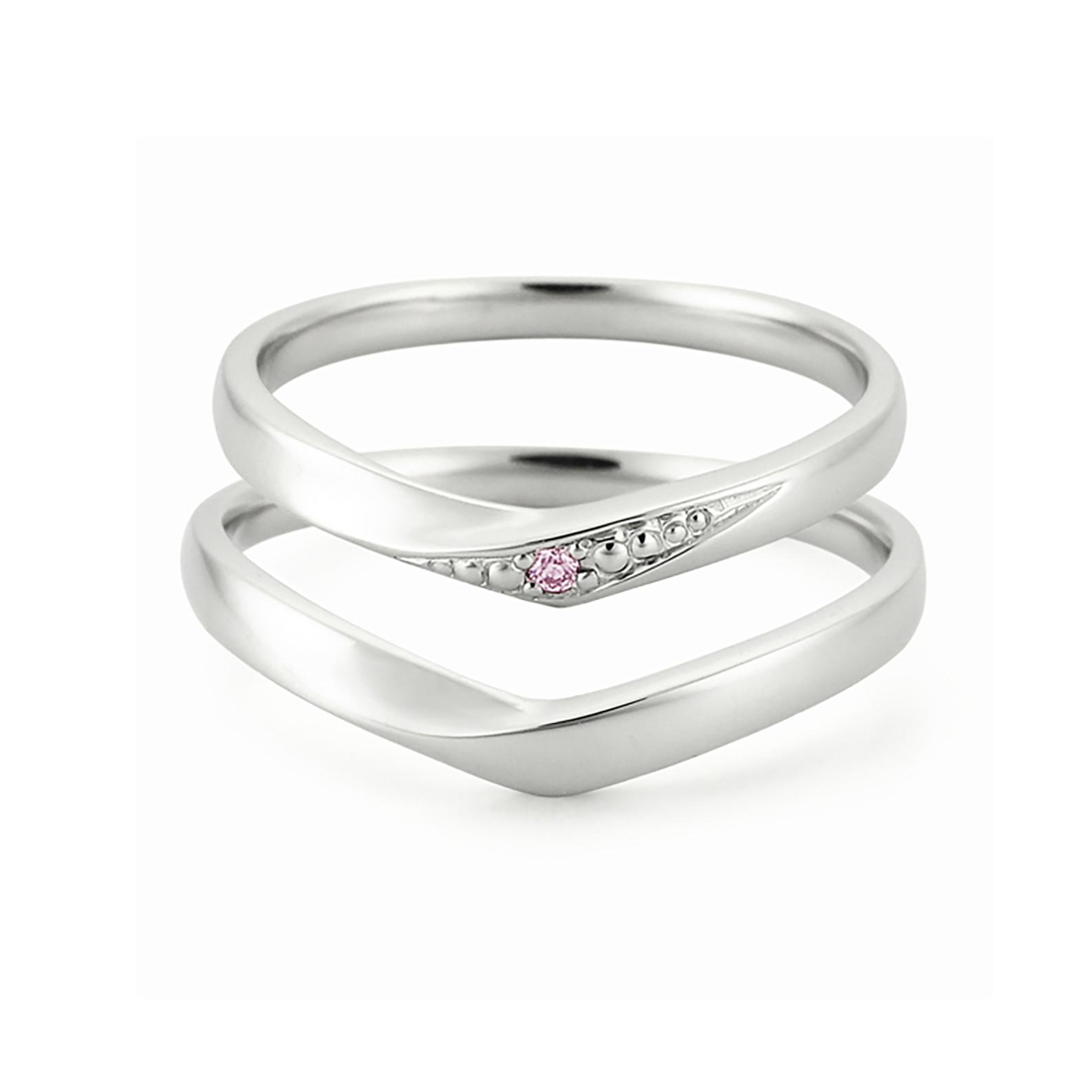Pt585対応シリーズのリーズナブルな結婚指輪(マリッジリング)指をきれいに見せてくれるVラインに天然ピンクダイヤモンド1石が彫り留めされているのでキラキラ感UP