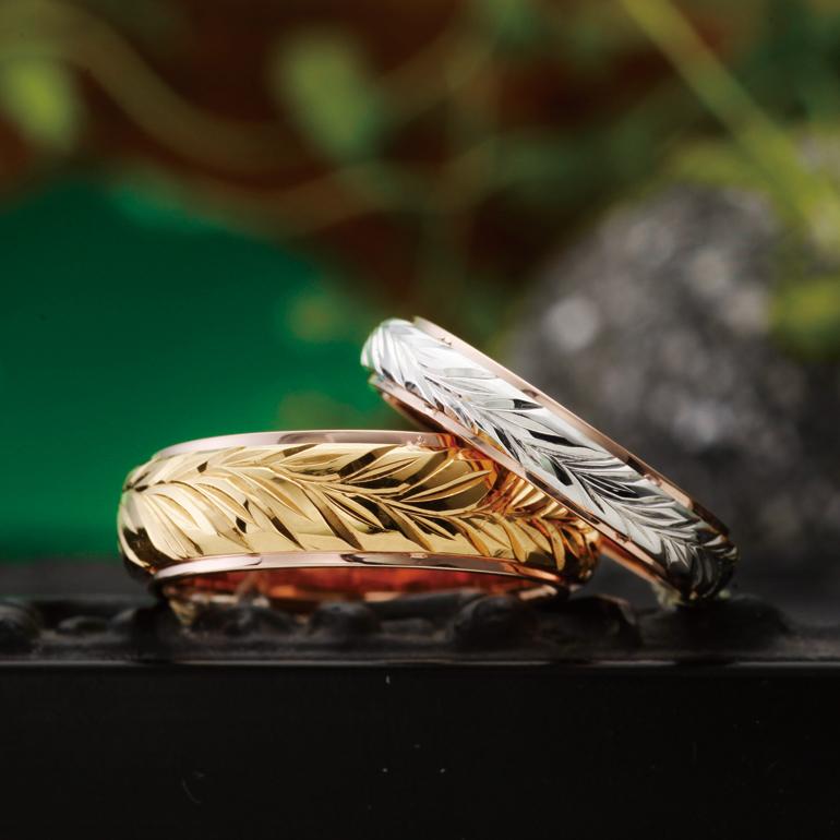 二重に重なったボリュームのあるリングに神様の足跡とされるマイレがデザインされた結婚指輪(マリッジリング)