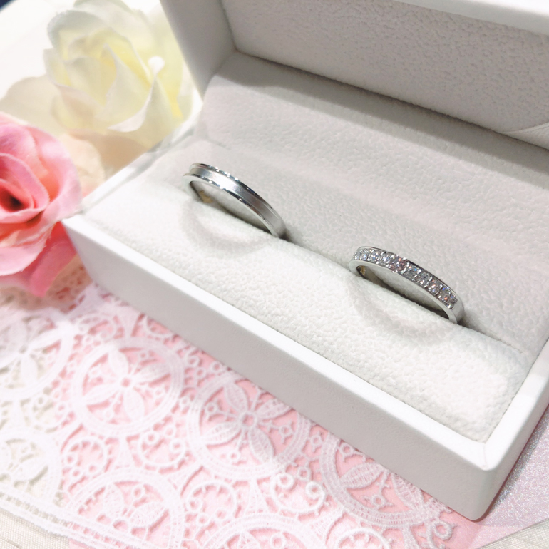 ピンクドルフィンダイヤモンドのオリジナルケースが付いてきます。