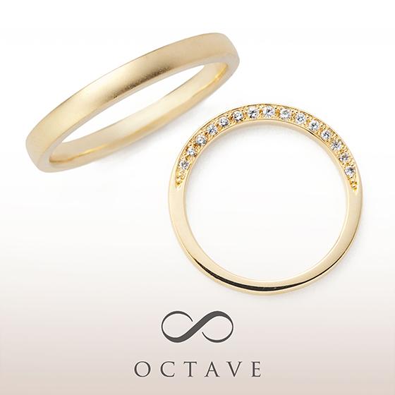 シンプルでストレートな結婚指輪。レディースにはさりげなく側面にダイヤモンドが入っていてこだわりを感じます。
