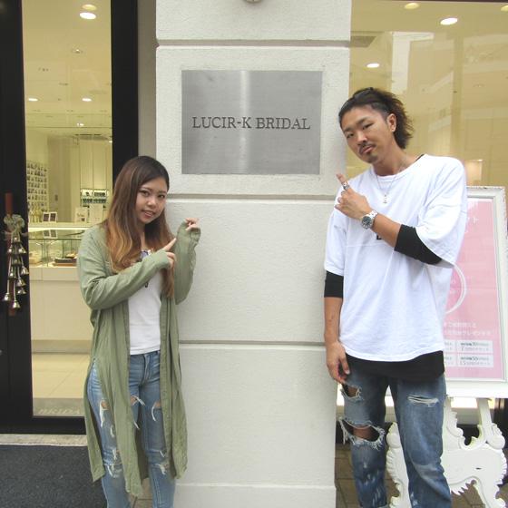 >記念にLUCIR-K BRIDAL浜松店の前でお写真を♡
