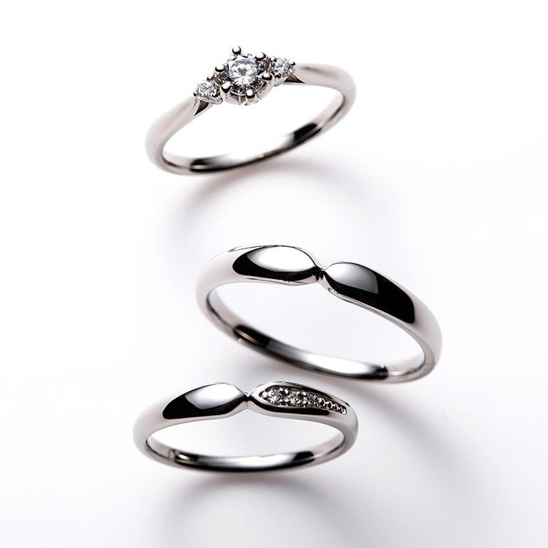 コロンとしたフォルムが特徴的で可愛いセットリング。婚約指輪はダイヤモンドに高さを出しより輝きます。