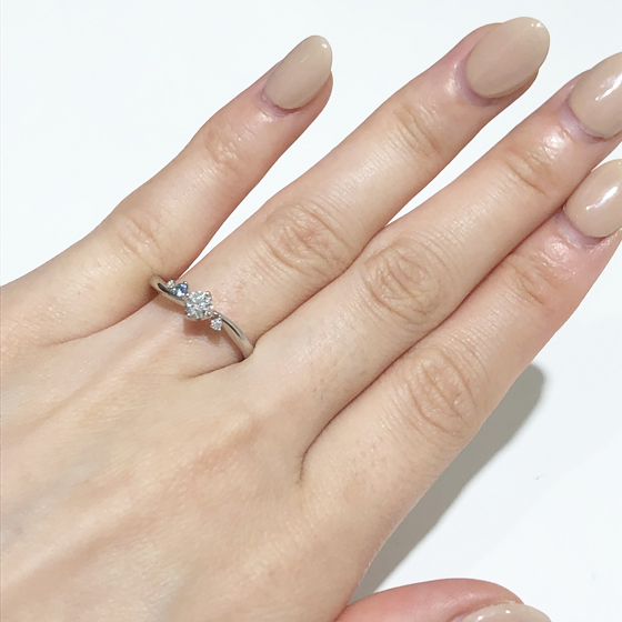 華奢なリングで指が細く見えます!