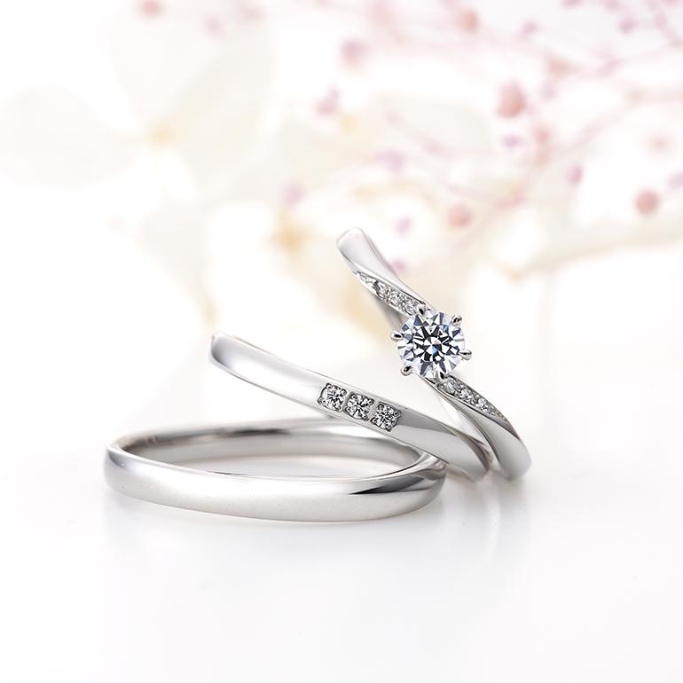 Sラインの婚約指輪と結婚指輪はお指をきれいに見せてくれます。
