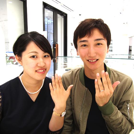 仲の良いお二人♡結婚指輪もお似合いになっています。