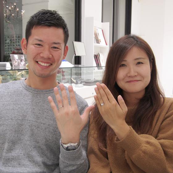 初めて結婚指輪を身に着けたお二人!良い笑顔です。