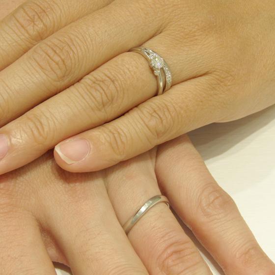 >メンズはシンプルに!レディースにはメレダイヤモンドで華やかな結婚指輪