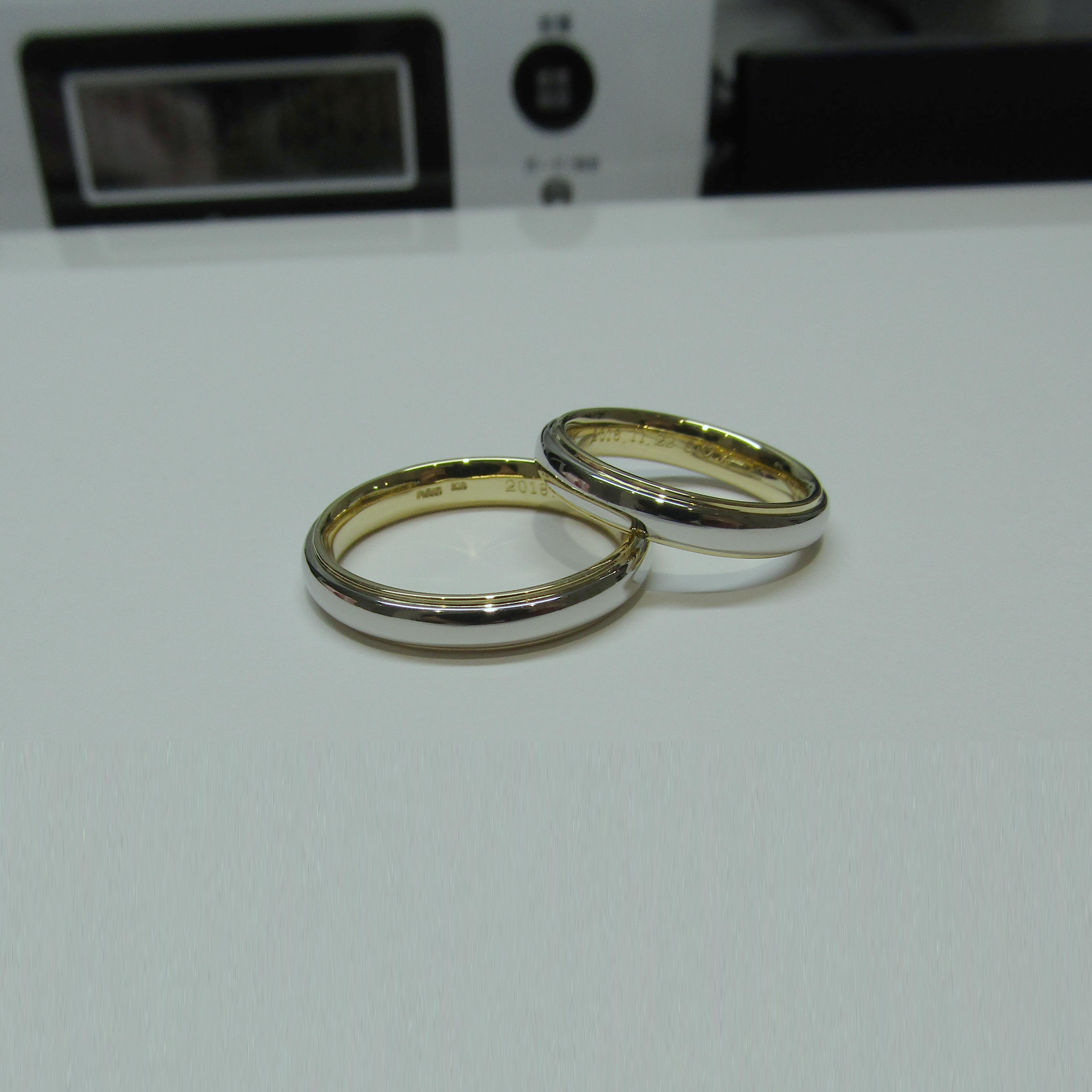 >プラチナとゴールドが重なったオリジナルデザインの結婚指輪