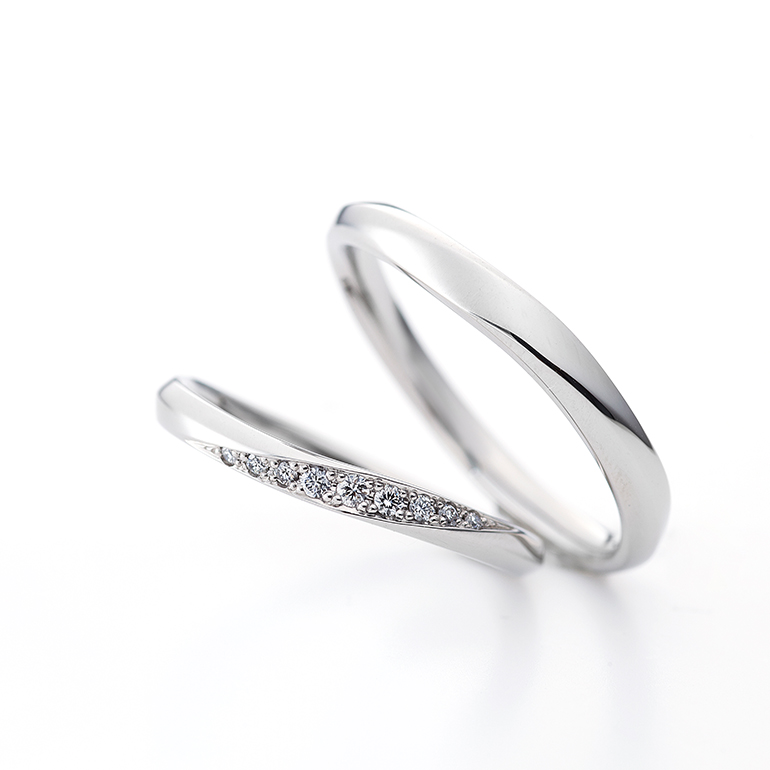 シンプルで王道な結婚指輪。ずっと愛され続けるデザインです。