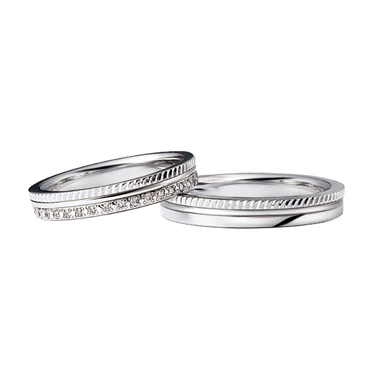 3つのリングが重なったデザイン。シルバーでまとまっていて派手になりすぎず着けやすいリングです。