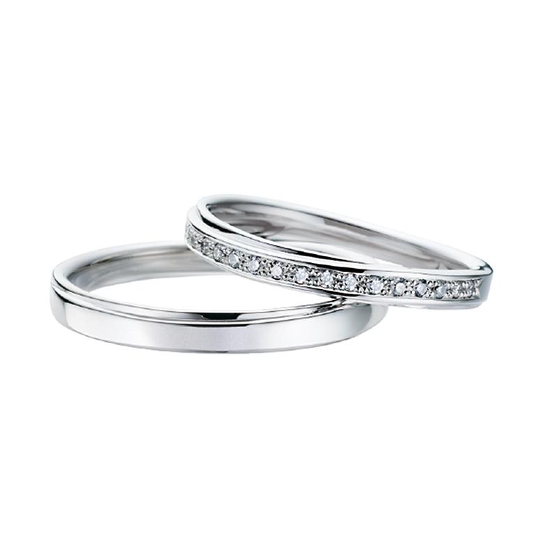 リングの上を、またリングが通っているようなデザインです。レディースにはダイヤが敷き詰められ、ゴージャス。