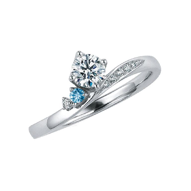 たゆたう波の優しさときらめきを表現。中心のダイヤと支えるメレダイヤモンドが可愛らしいエンゲージリング。