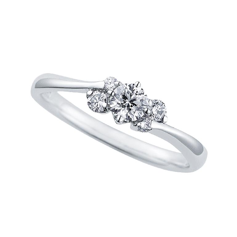 ダイヤのサイドのメレダイヤが一体感がポイント。ゴージャス感があります。