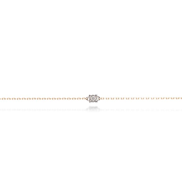 華奢なチェーンにシンプルな一粒ダイヤモンドが輝きます。さりげないオシャレに最適です。