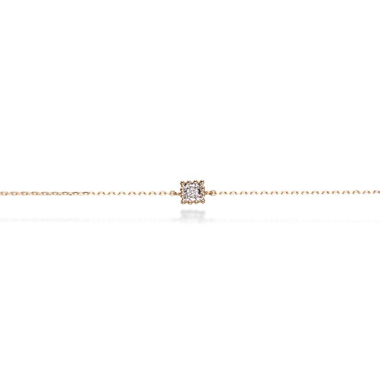 ダイヤモンドを取り囲んだ繊細さミル打ちが素敵なスクエアタイプのブレスレット。