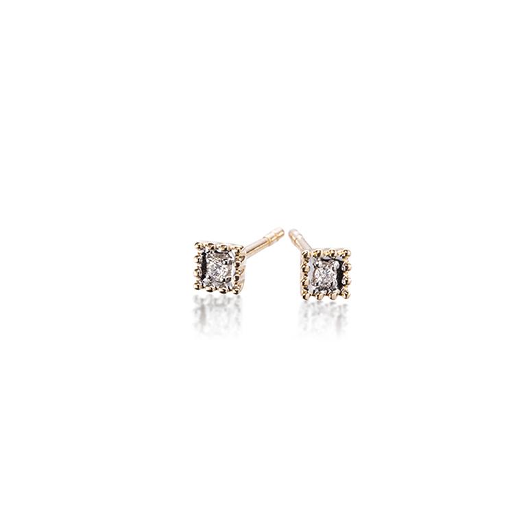ダイヤモンドを取り囲むようにミル打ちが施されたスクエアタイプのピアス。