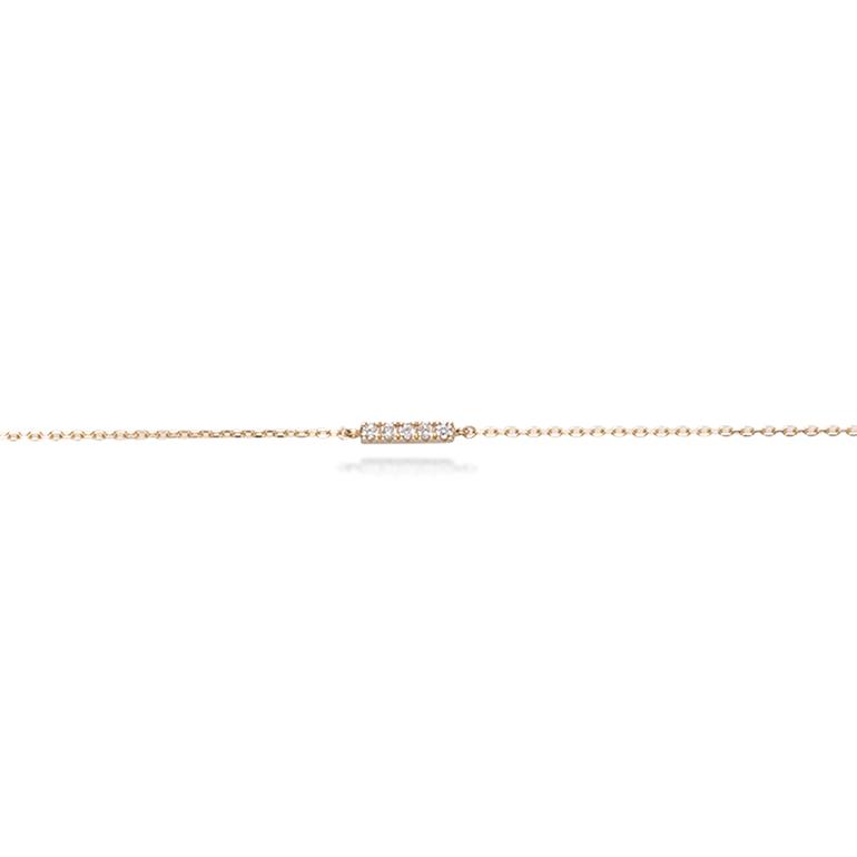ダイヤモンドが5ピース一列に並んだバータイプのブレスレット。長さが三段階で調節できるので気分で変えられます。