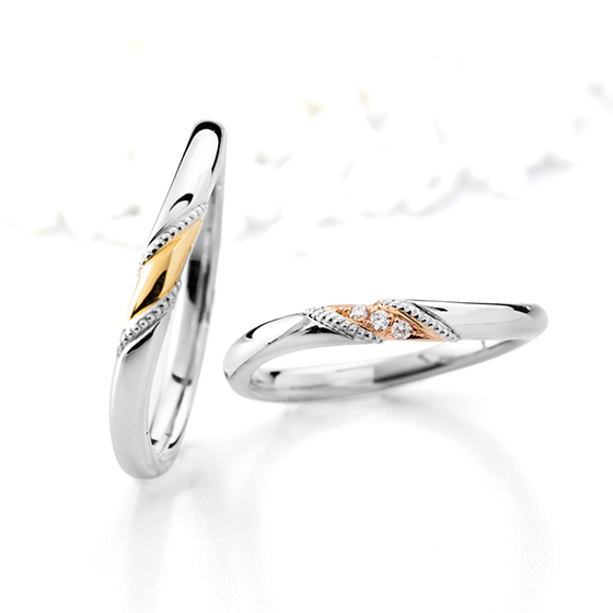 コロンとしたフォルムとミル打ちが可愛い結婚指輪。ゴールドが華やかな印象を与えてくれます。