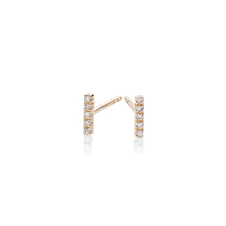 5ピースのダイヤモンドが一列に並んだバータイプのシンプルなピアス。着け方で印象が変わります。