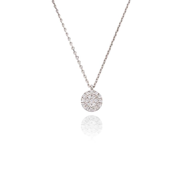 メレダイヤモンドを敷き詰めたパヴェネックレス。プラチナ素材が上質感を演出してくれます。