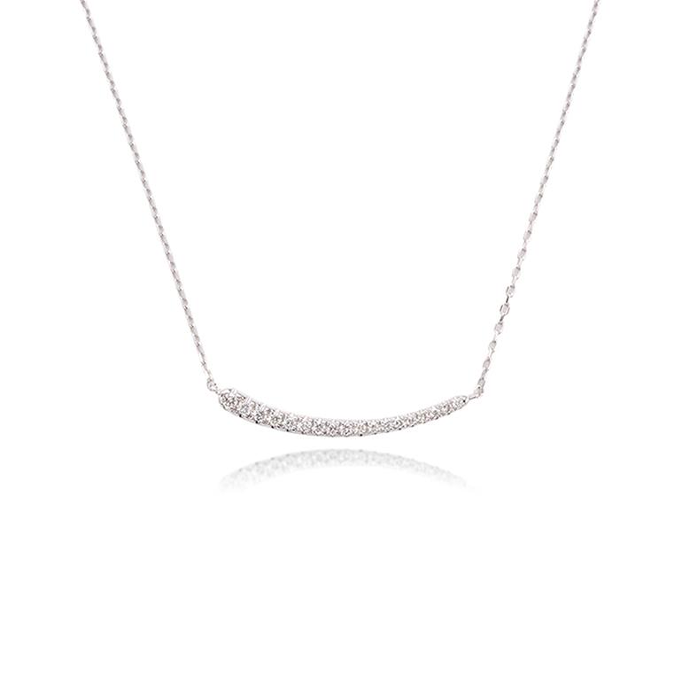夜空に輝く流星のようにダイヤモンドの大きさがグラデーションになったダイヤモンドバーネックレス。