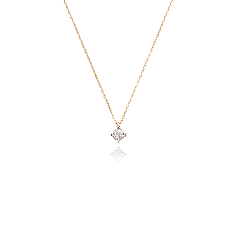 4本爪に小粒なダイヤモンドが留まっているシンプルで華奢なネックレス。