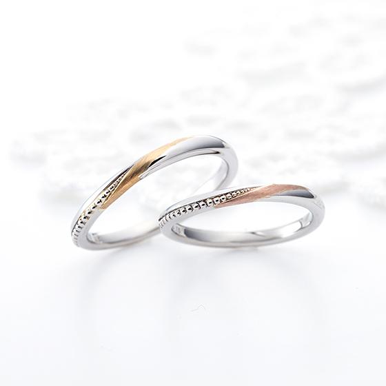 シンプルなSラインにミル打ちと異素材のゴールドをあしらうことでさりげなく華やかな結婚指輪。