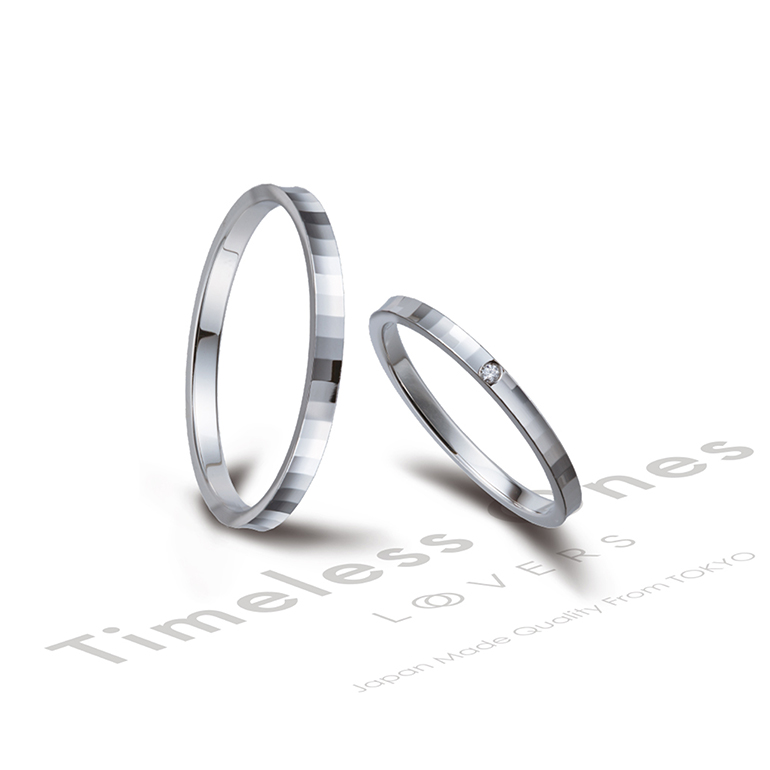 少し外側に反ったアームと、よく見ると細かなデザインがされていて、シンプルな中にも特徴のある結婚指輪。オシャレでつい自慢したくなります♪