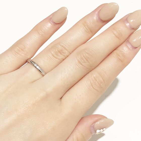 ミルグレインに一石のダイヤモンドでとってもおしゃれにみえるリングです!