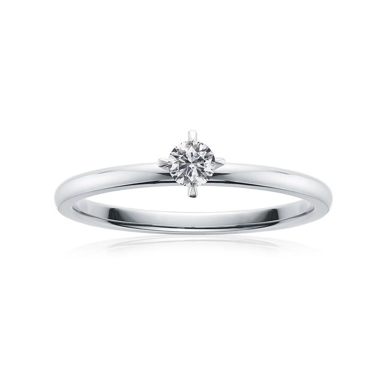 正統派のプラチナ4本爪の婚約指輪。0.1ctの最高カットのダイヤモンドが輝きます。