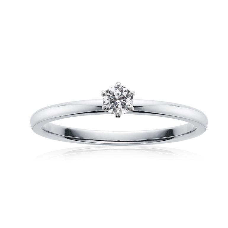 正統派な究極シンプルなプラチナ婚約指輪。華奢なお作りなので結婚指輪との重ね付けもgood