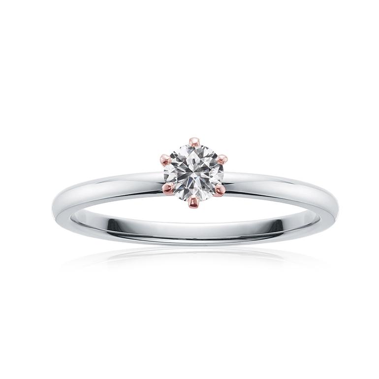 シンプルな6本爪のダイヤモンド婚約指輪。6本の爪がダイヤモンドをより形よく見せてくれます。