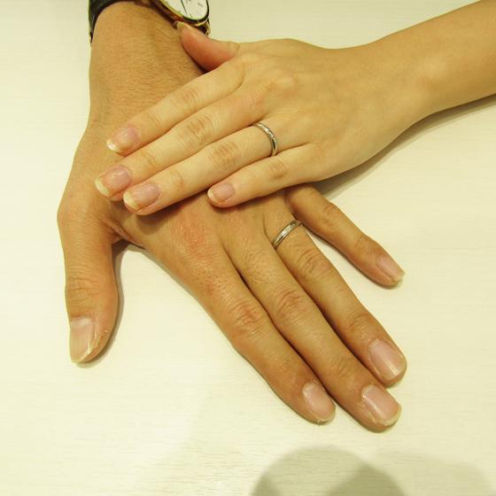 >お二人だけのフルオーダーのリング。お二人の綺麗なお指にぴったりです!